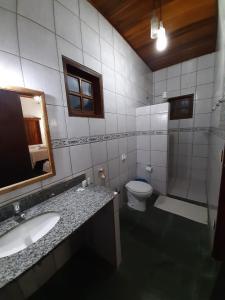 A bathroom at Pousada Recanto dos Passaros