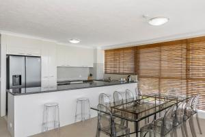 A kitchen or kitchenette at Golden Sands on the Beach