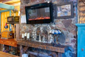 A television and/or entertainment centre at Ouray Inn
