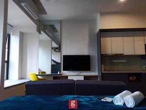 A television and/or entertainment centre at Ceylonz Suites KLCC by G Suites