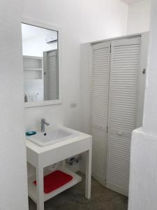 A bathroom at 77 West Boutique Hotel