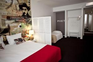 A bed or beds in a room at The ART INN Lisbon
