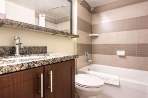 A bathroom at Comfort Inn Airport West