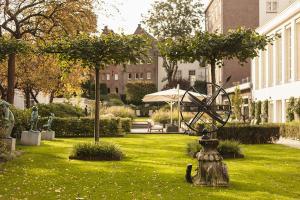 A garden outside Waldorf Astoria Amsterdam