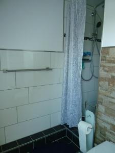 A bathroom at Bed & Breakfast Wunstorf