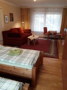 A seating area at Sasishaus