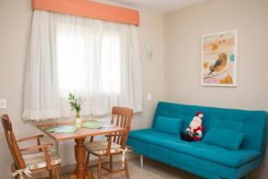 A seating area at HOTEL POUSADA PINHEIROS DO CARACOL