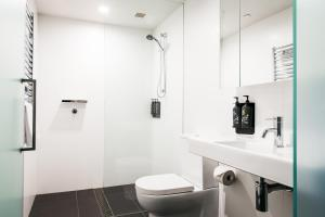 A bathroom at Nishi Apartments Eco Living by Ovolo