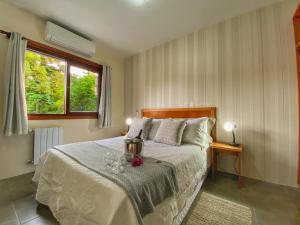 A bed or beds in a room at Pousada Flor De Canela