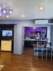 A restaurant or other place to eat at Элитная квартира Васильева 55