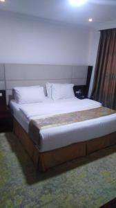Cama ou camas em um quarto em البرجس للأجنحة الفندقية