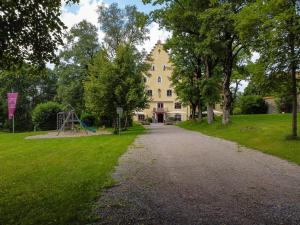 A garden outside Schloss zu Hopferau