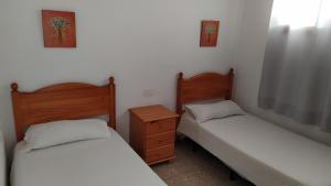 Een bed of bedden in een kamer bij Apartamentos Australia