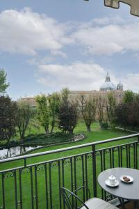 Vue sur la piscine de l'établissement Cipriani, A Belmond Hotel, Venice ou sur une piscine à proximité