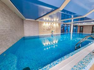 The swimming pool at or close to Hotel Avrora
