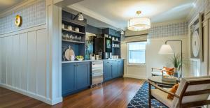 A kitchen or kitchenette at Portland Harbor Hotel