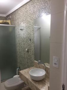 Um banheiro em Enseada guaruja