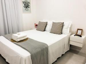 A bed or beds in a room at TIME - Luxo e sofisticação na praia de Ponta Verde
