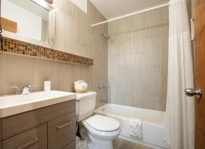 A bathroom at Wanderlust Inn