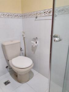 A bathroom at Saint Paul 02