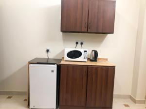 A cozinha ou cozinha compacta de Rayatna For Furnished Apartments 3