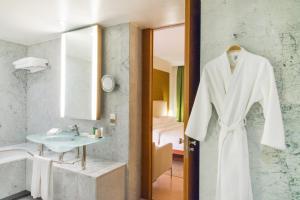 A bathroom at Hilton Athens