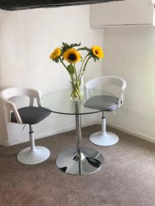 A seating area at Lovely 1-Bed Apartment in Bungay sleeps 4