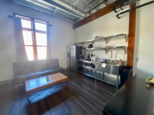 A kitchen or kitchenette at Nashville Downtown Hostel