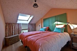 A bed or beds in a room at B&B A la Malogne
