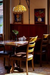 Um restaurante ou outro lugar para comer em Hotel Pousada Kaster