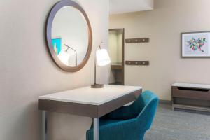 A bathroom at Hampton Inn & Suites Pittsburgh Downtown