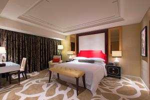 A bed or beds in a room at Sheraton Grand Macao
