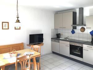 Küche/Küchenzeile in der Unterkunft Charming Apartment in Schonau am Konigsee with Barbecue