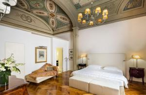 A bed or beds in a room at Baglioni Relais Santa Croce, Florence
