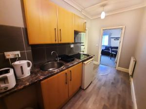 A kitchen or kitchenette at Addenro Apartments