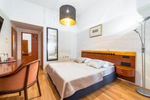 A bed or beds in a room at Kaboga street Rooms