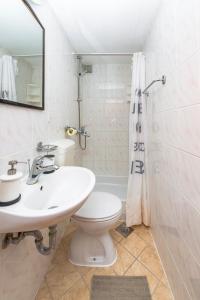A bathroom at Kaboga street Rooms