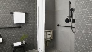 Ein Badezimmer in der Unterkunft Kimpton Marlowe, an IHG Hotel