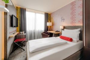 A bed or beds in a room at Mercure München City Center