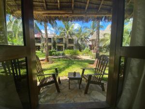 Vista sulla piscina di My Blue Hotel o su una piscina nei dintorni