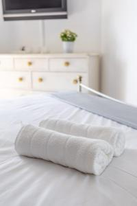 A bed or beds in a room at Appartement Standing Marseille 4 pers Clim Parking