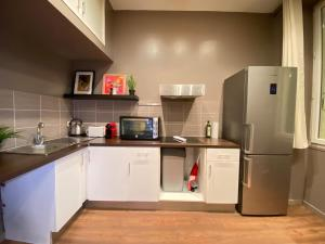 A kitchen or kitchenette at L'atelier by AndersLocation ☆ Spacieux ☆ Proche Centre-ville ☆ Wifi-Netflix ☆