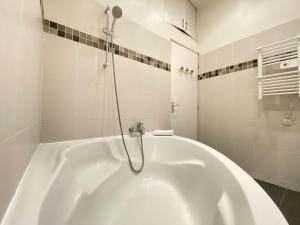 A bathroom at L'atelier by AndersLocation ☆ Spacieux ☆ Proche Centre-ville ☆ Wifi-Netflix ☆