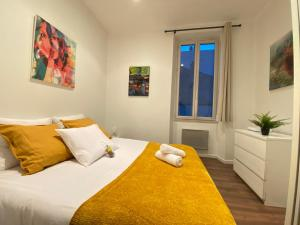 A bed or beds in a room at L'atelier by AndersLocation ☆ Spacieux ☆ Proche Centre-ville ☆ Wifi-Netflix ☆