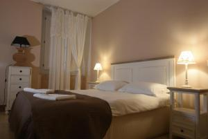A bed or beds in a room at Borgo del Carato