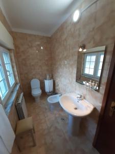 Uma casa de banho em Alfatima