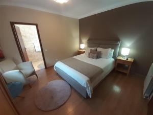 Uma cama ou camas num quarto em Alfatima