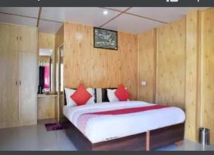 A bed or beds in a room at Shivalaya Retreat Manali