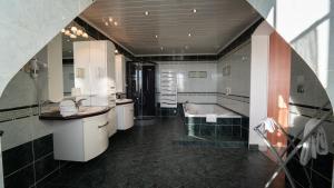 A kitchen or kitchenette at Best Western Hotel Ile de France