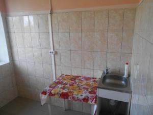 A kitchen or kitchenette at Гостевой дом